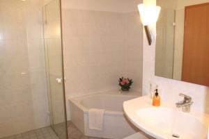 Appartment 201 Badezimmer mit Badewanne