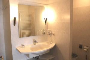 Appartment 201 Badezimmer mit Waschtisch